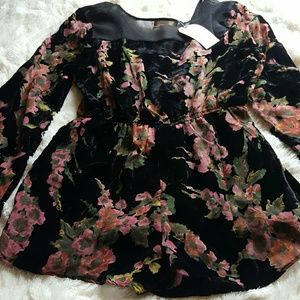 NWT Band of Gypsies velvet floral shorts romper ▪L